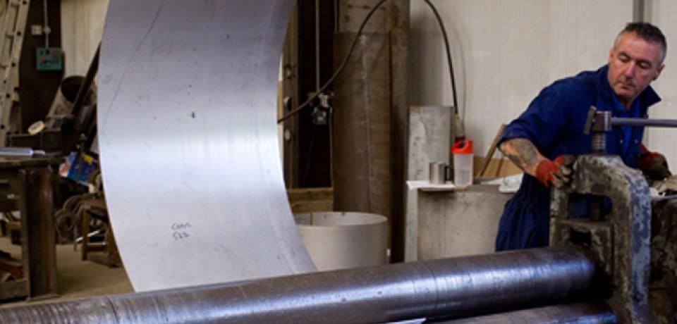 Jak właściwie pracować z obrabiarką do metali?